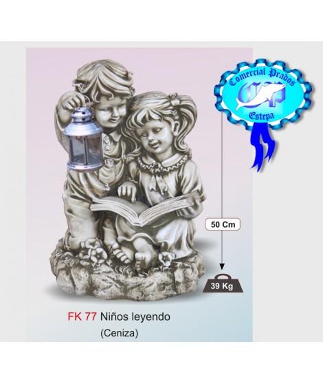 Figura de jardin niños leyendo fabricada en piedra artificial